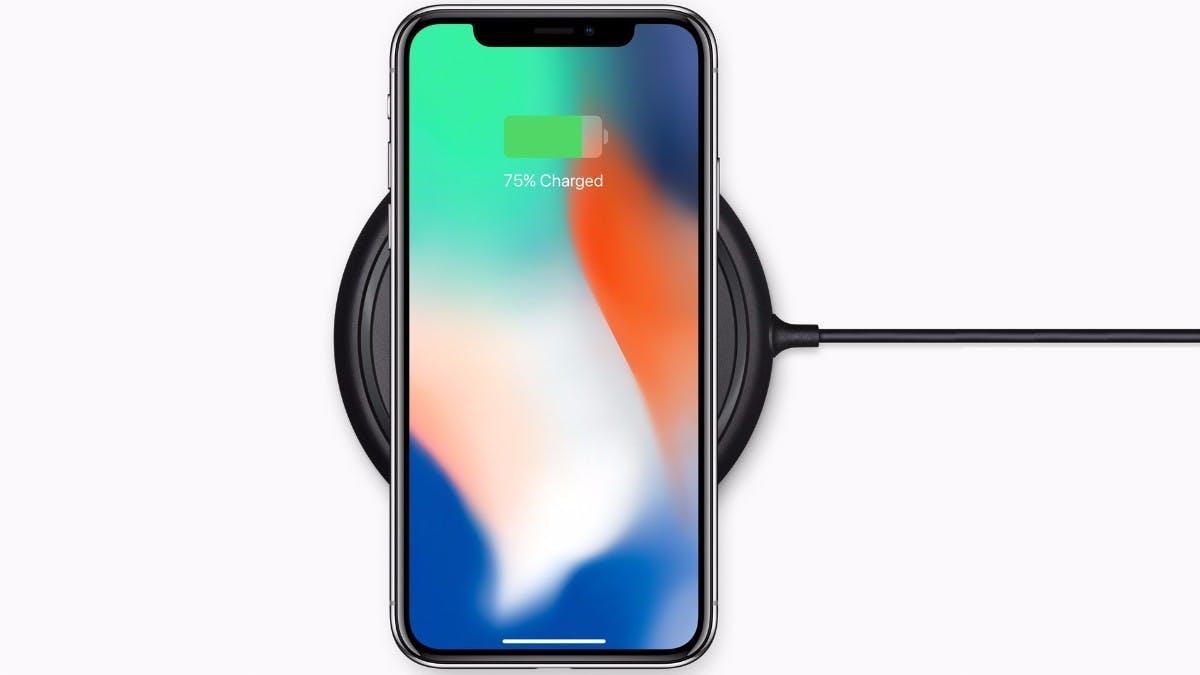 Das iPhone X (und 8 (Plus)) lässt sich schon mit der dritten Beta von iOS 11.2 per Qi-Wireless-Station schneller laden. (Bild: Apple)