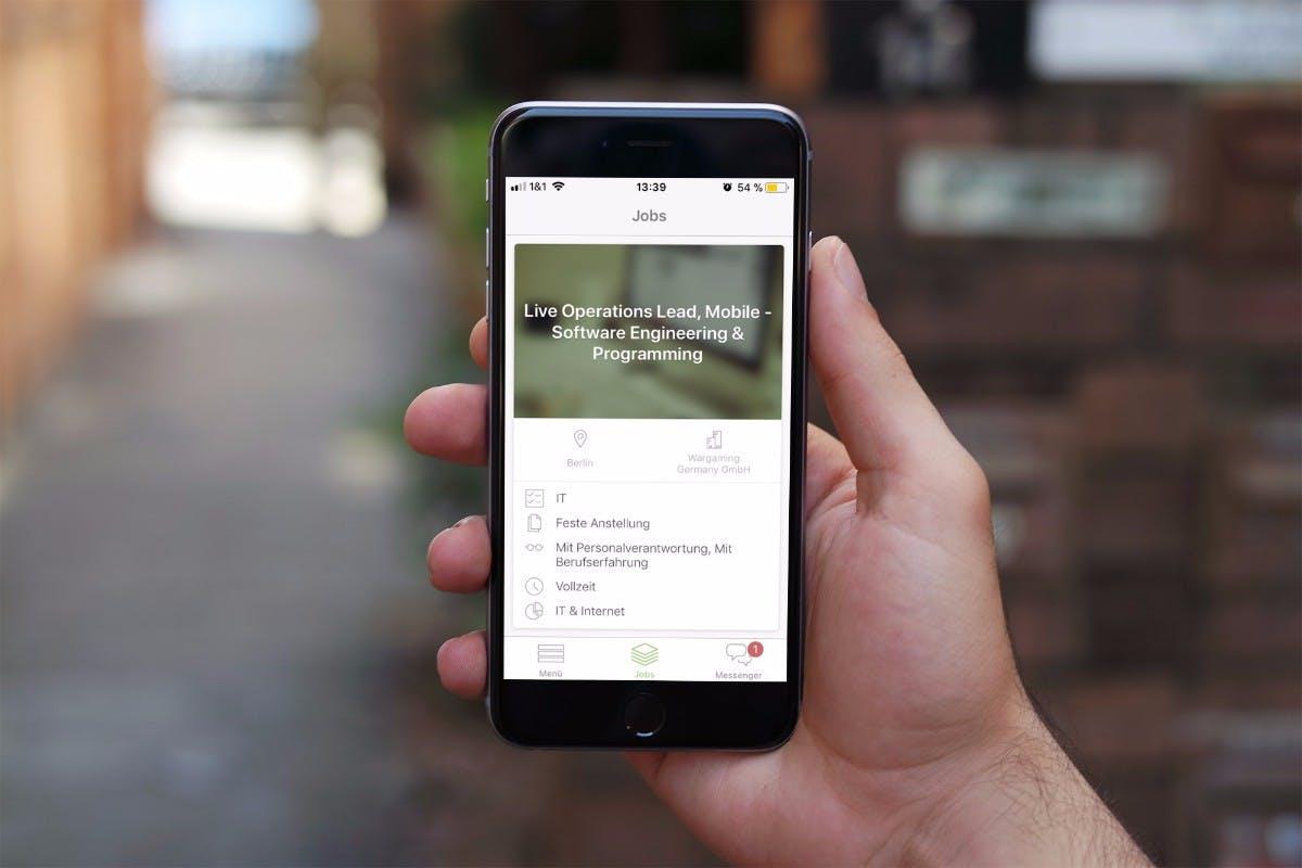 """Jobsuche: Die kostenlose """"Truffls""""-App für iOS und Android ist ein Tinder für Bewerber. Wer auf der Suche nach einem interessanten Job ist und fündig wird, swipt einfach nach rechts und schickt einen Lebenslauf ab. Antwortet das Unternehmen, kommt es zum Match. (Grafik: t3n.de / dunnnk)"""