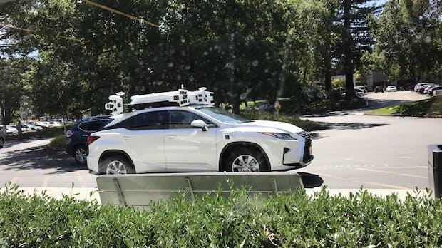 Nissan Leaf fährt auf autonomes Apple-Auto auf