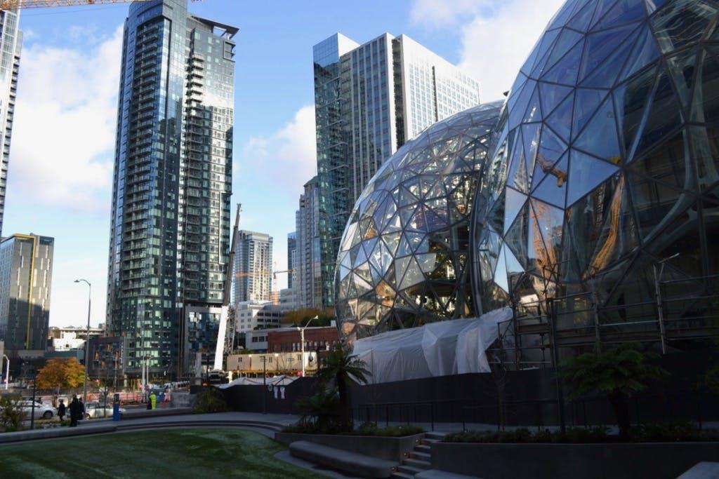 """Amazons Biosphäre """"The Spheres"""" in Seattle. Ein Teil des Headquarters in der Innenstadt. (Foto: Jochen G. Fuchs)"""