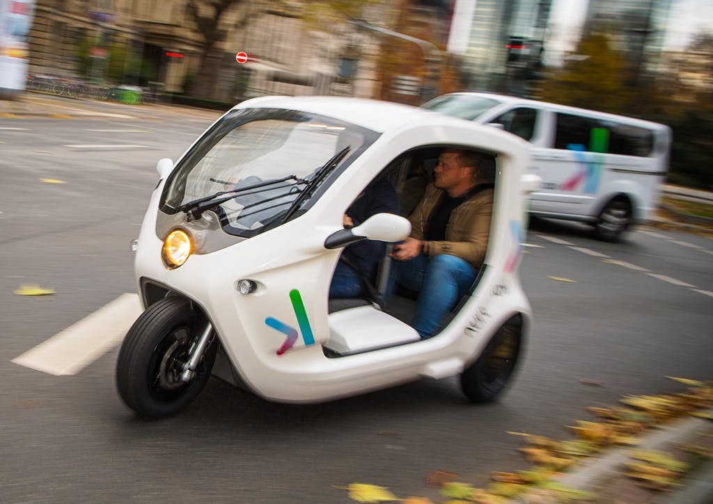 E-Tuktuk per App rufen: Deutsche Bahn testet On-Demand-Fahrdienst