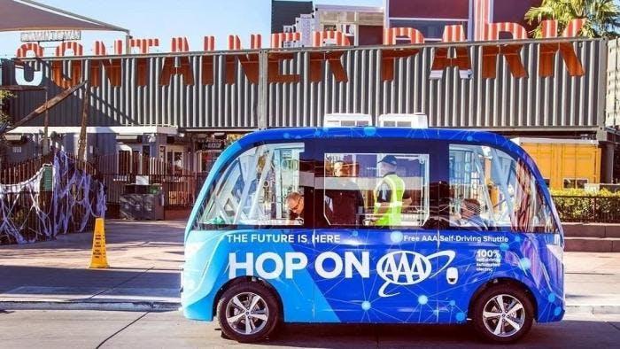 Autonomer Shuttlebus hat beim ersten Test gleich den ersten Unfall