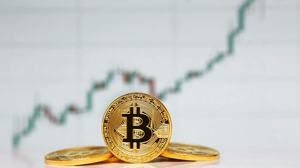 Bitcoin steigt über 12.000 Dollar