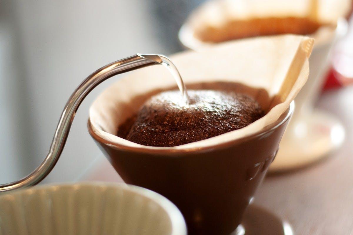 Guter Kaffee ohne Vollautomat und Siebträger – mit diesen Utensilien klappts