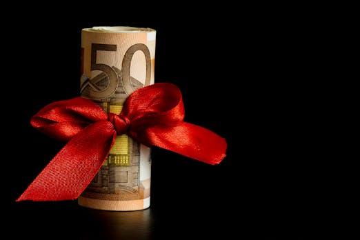 13. Monatsgehalt versus Weihnachtsgeld: Wer kriegt es? Und wie hoch ist es?