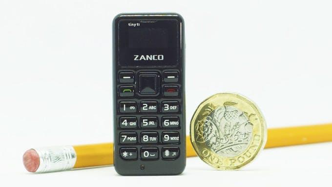 So groß wie dein Daumen: Das ist das kleinste Handy der Welt