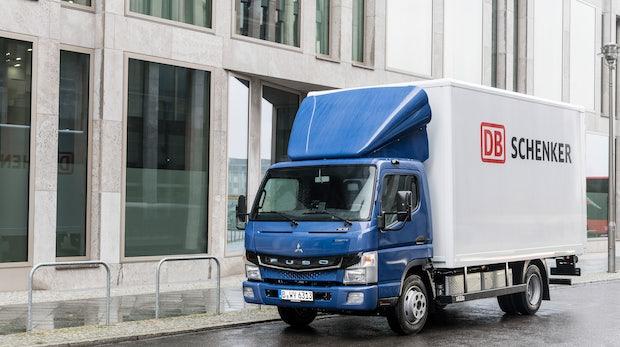 "Daimler liefert erste Elektro-LKWs ""Fuso E-Canter"" in Europa aus"
