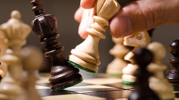 Google-KI Alphazero schlägt nach 4 Stunden Übung das bisher beste Schach-Programm