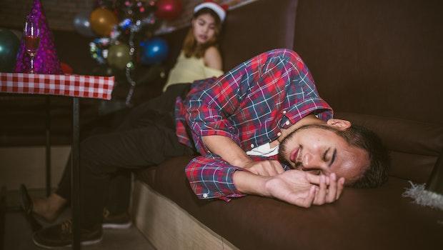 Alkohol-Absturz auf der Weihnachtsfeier: Wie Apps das verhindern können