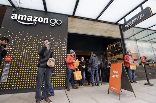 Amazon plant angeblich kassenlose Läden in Flughäfen