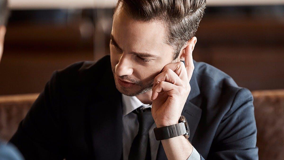 Dieses Armband macht eure Finger zum Telefonhörer