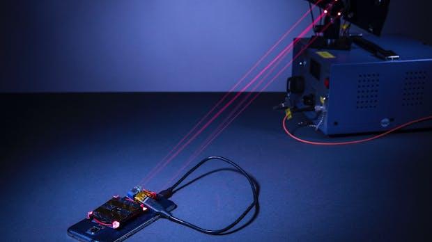 Ohne Kabel: Forscher laden Smartphones per Laser