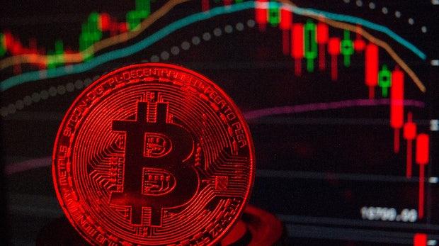 Goldman Sachs legt Bitcoin-Handelspläne auf Eis und die Kryptowährungen crashen