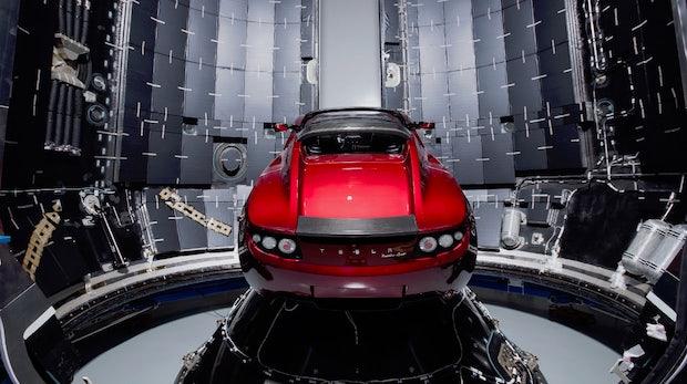 SpaceX schießt Tesla-Roadster mit neuer Super-Rakete ins All