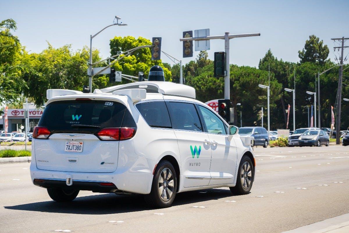 Waymo: Selbstfahrende Autos ohne Testfahrer in Kalifornien erlaubt – mit bis zu 105 km/h
