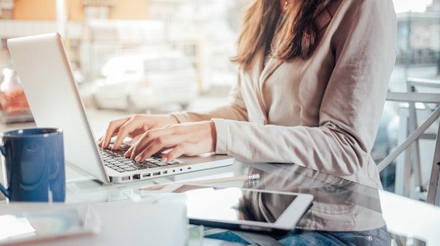 Studie zeigt, dass Entwicklerinnen deutlich länger in einer Junior-Position bleiben