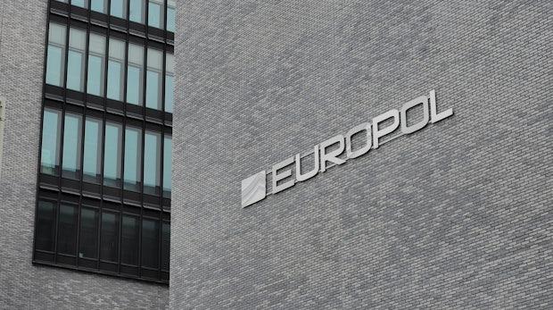 Mehr als eine Milliarde Euro gestohlen: Europol gelingt Schlag gegen Banken-Hacker