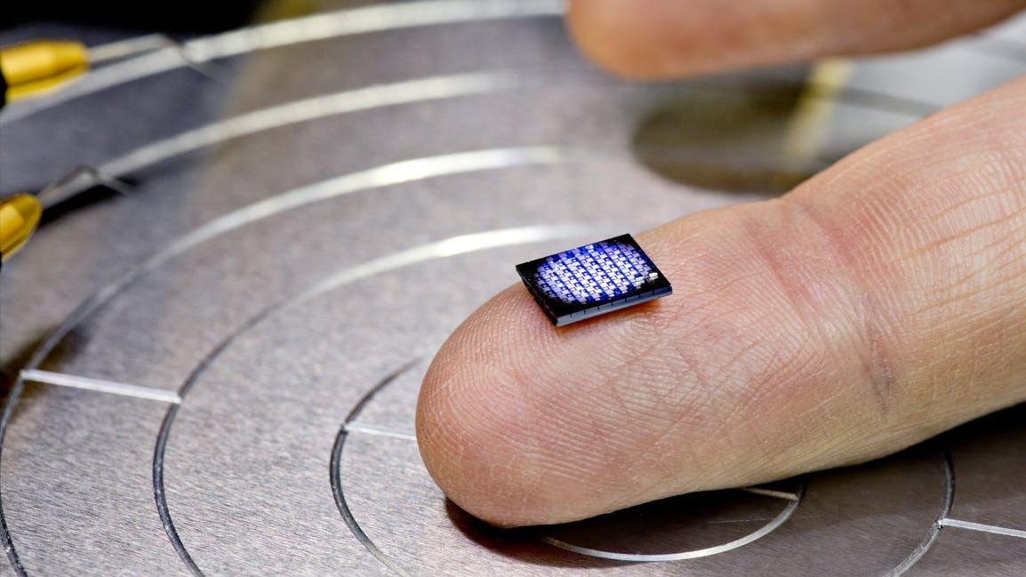 Kleiner als ein Salzkorn: IBM zeigt wirklich winzigen Computer