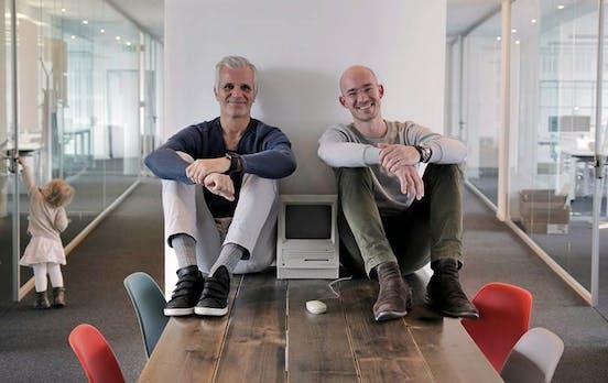 Zwei Podcaster wollen herausfinden, wie wir in 20 Jahren arbeiten