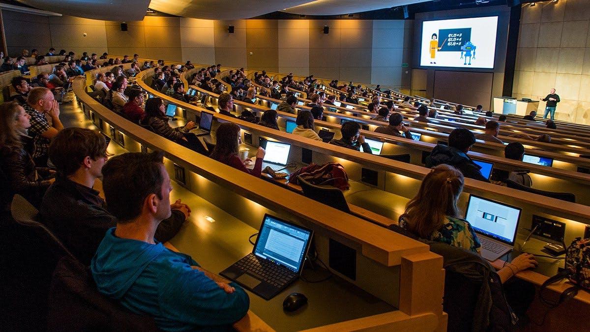 Online programmieren lernen: Microsoft macht KI-Kurse für jeden zugänglich