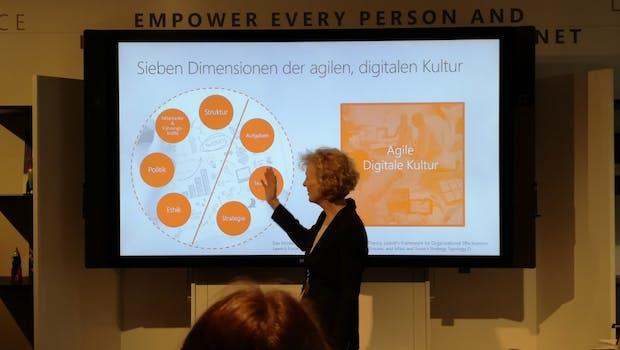 Microsoft-Deutschland-Chefin Sabine Bendiek präsentiert die Erkenntnisse der Studie. (Foto: t3n.de)