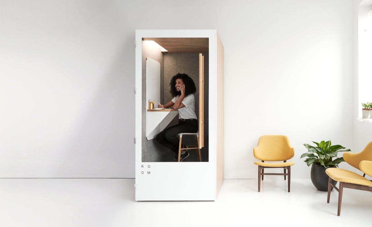 In Ruhe arbeiten und telefonieren: Mit der Telefonzelle von Room. (Foto: Room)