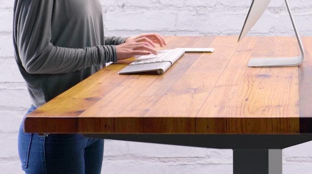 Höhenverstellbare Schreibtische: 7 Steher fürs Büro