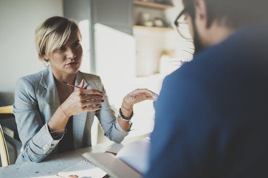 Rückfragen im Vorstellungsgespräch: So fühlt ihr dem Arbeitgeber auf den Zahn