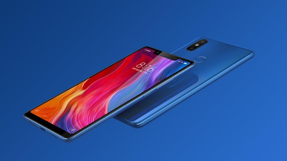 Das Xiaomi Mi 8: Das Design erinnert durchaus ans iPhone X. (Bild: Xiaomi)