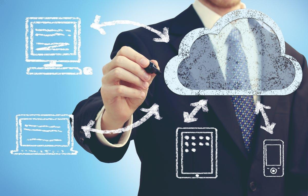 Mit M-net CloudCom kannst du auf VoIP-Telefonie umsteigen und die passende Telefonanlage einfach aus der Cloud beziehen. (Foto: m-net ®Tierney)