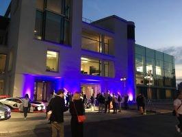 Das Future Center Europe des Volkswagen-Konzerns in Potsdam, feierlich illuminiert (Bild: Ekki Kern)