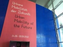 Eingang zur Volkswagen-Ausstellung in der Autostadt in Wolfsburg (Bild: Ekki Kern)