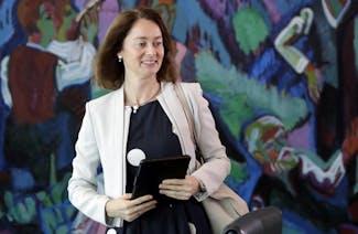 Katarina Barley (SPD) fordert die Öffnung von Whatsapp zur Interoperabilität mit anderen Messengern. (Foto: dpa)
