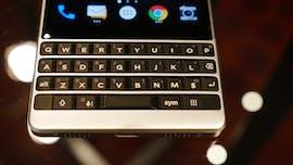 Blackberry Key2: In der Leertaste steckt ein fingerabdrucksensor. (Foto: t3n.de)