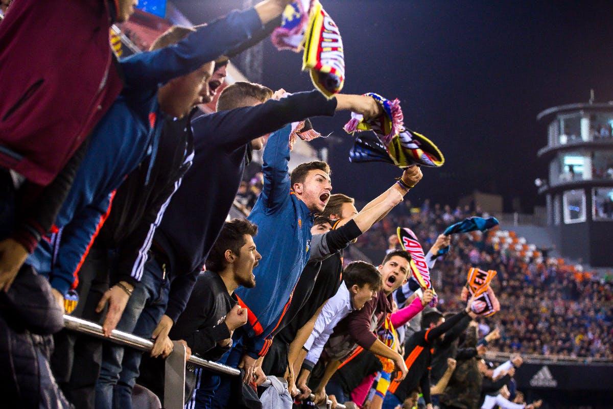 DSGVO enthüllt Schnüffelei von offizieller Fußball-App
