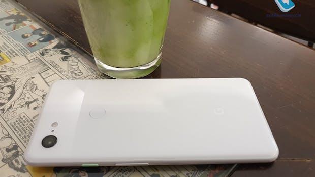 Das Pixel 3 XL – es wird wie das Pixel 2 einen drückbaren Rahmen besitzen, mit dem etwa der Google Assistant aktiviert werden kann. (Foto: mobile-review)