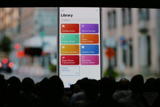 iOS 12: Siri-Shortcuts erinnert mit seiner Drag-und-Drop-Funktion ein wenig an den Automator von macOS. (Screenshot: The Verge)