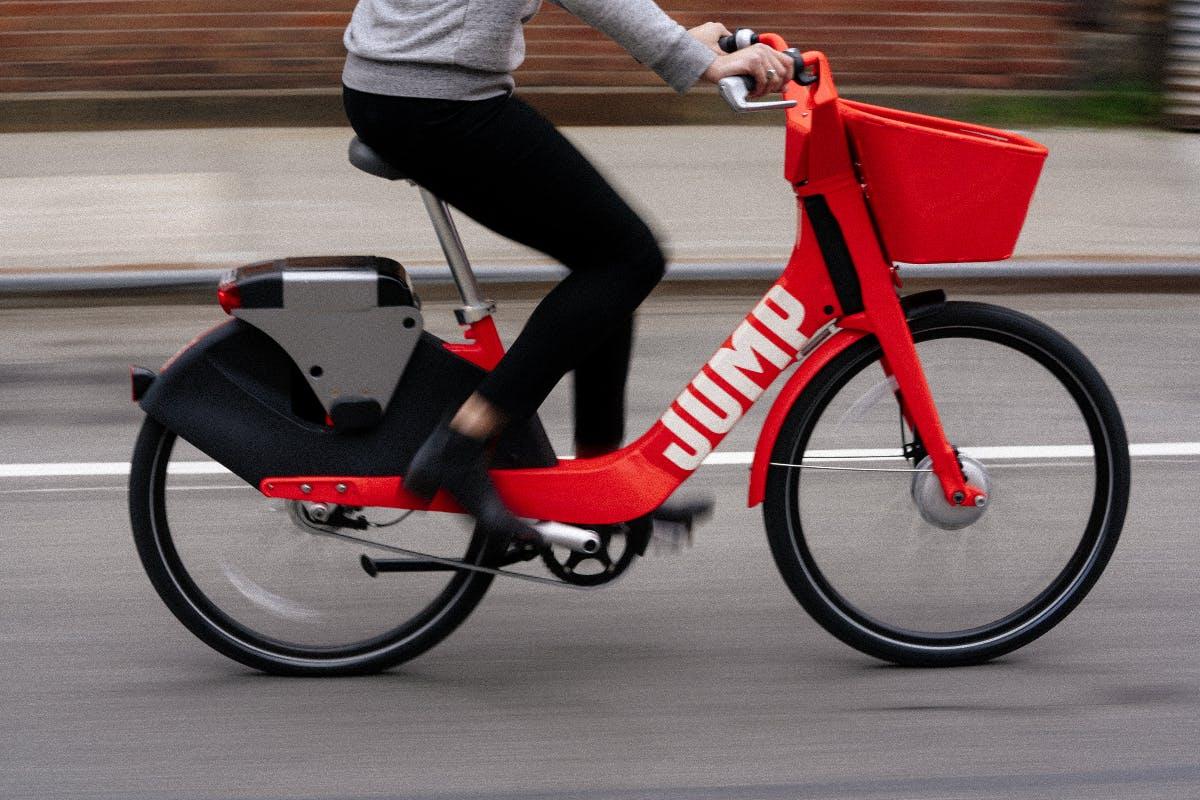 Studie: Fahrer von E-Bikes bewegen sich mehr als normale Radfaher
