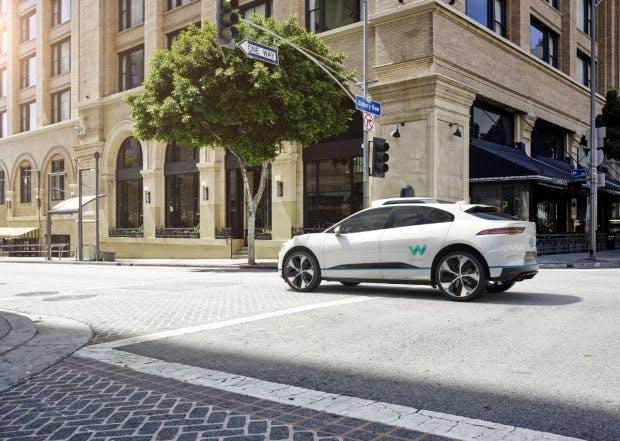 Waymo hat neben Zehntausenden Chrysler Minivans auch 20.000 Modelle des Elektroautos Jaguar I-Pace bestellt. (Bild: Waymo)