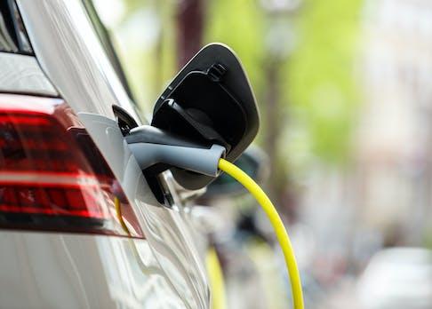 Elektroautos: Verkehrsminister Scheuer will eine Milliarde Euro zusätzlich für private Ladestationen