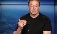 Spielt Tesla mit dem Gedanken an ein Elektroflugzeug? Elon Musk sieht erste E-Flieger in 5 Jahren