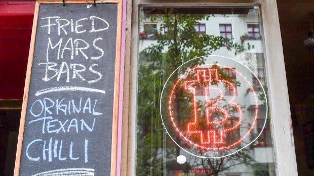 Room 77 in Berlin. Hier können Burger mit Bitcoin bezahlt werden. (Foto: dpa)