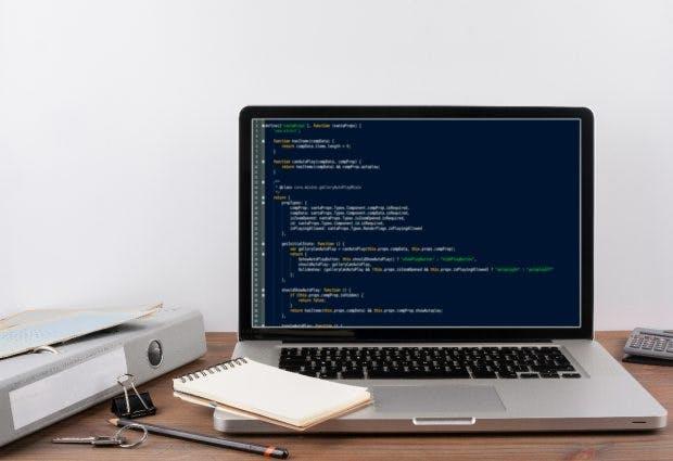 Wer programmieren will, wird wohl niemals damit aufhören zu lernen. (Bild: Shutterstock/stoatphoto)