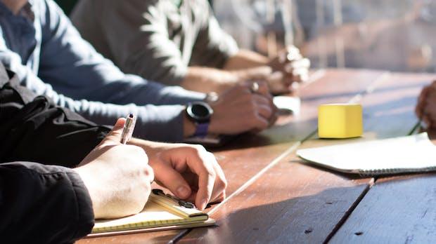 Nicht zu viel Zeit in Meetings verschwenden: Dieser leuchtende Würfel hilft euch dabei