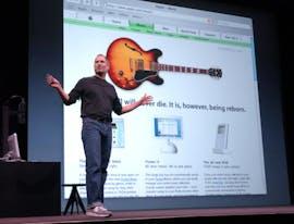 2003: Steve Jobs präsentiert den neuen Music Store zusammen mit einem neuen iPod. (AP Photo, File)