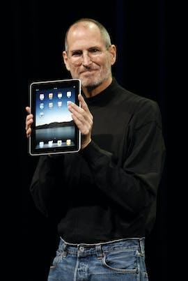 2010: Steve Jobs präsentiert das iPad in San Francisco. (AP Photo/Paul Sakuma)