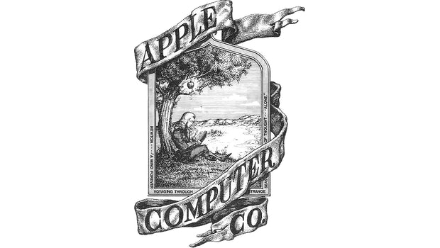 Das erste Apple-Logo von 1976 zeigt den Wissenschaftler und Philosophen Isaac Newton. Dieser sitzt unter einem Baum, von dem ein glänzender Apfel herunterhängt. (Foto: Apple)