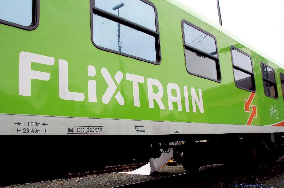 Unlauterer Wettbewerb: Betreiber von Flixtrain verklagt die Deutsche Bahn