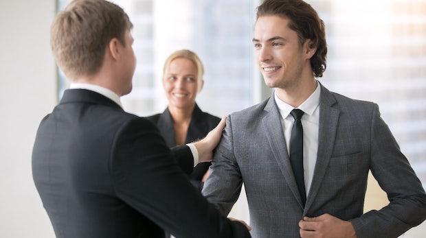 Darum setzt Lob vom Chef die falschen Signale und ist kontraproduktiv
