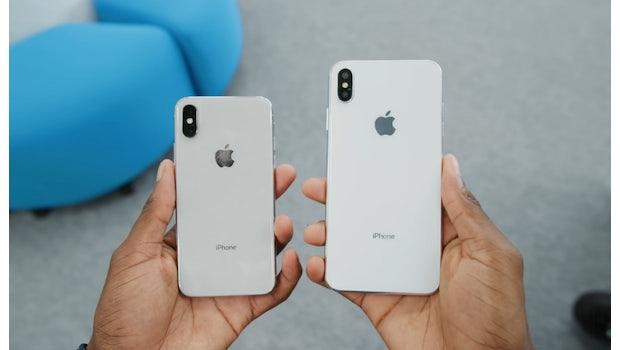Das iPhone X neben einem iPhone-Xs-Max-Dummy. (Bild: MKBHD)